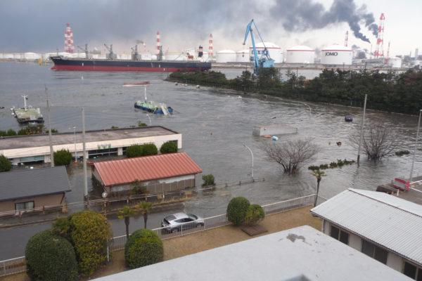 中央船溜り(津波襲来)